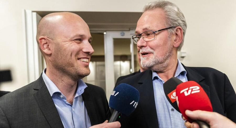 Dennis Kristensen (FOA-formand) og Anders Kühnau (topforhandler for regionerne). (foto: Martin Sylvest/Scanpix Ritzau 2018)