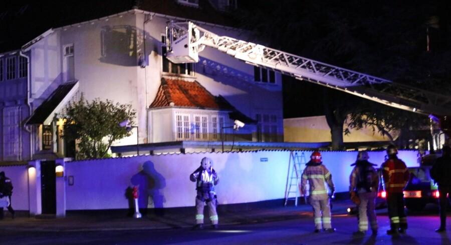 Den tyrkiske ambassade, der ligger på Østerbro, blev natten til mandag angrebet med brandbomber - såkaldte molotovcocktails.