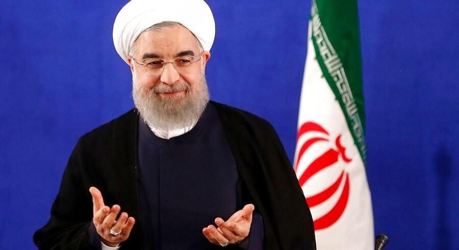 Den nyvalgte iranske præsident Hassan Rouhani er blevet taget i ed af Ayatollah Ali Khamanei.