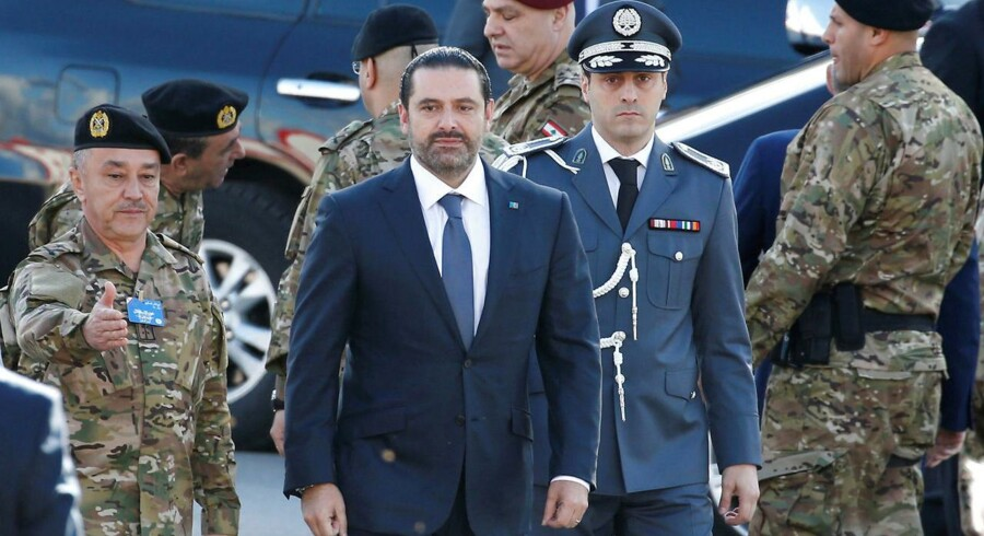 Libanons hjemvendte premierminister, Saad al-Hariri, vil vente med at træde tilbage, oplyser han i en tv-tale.