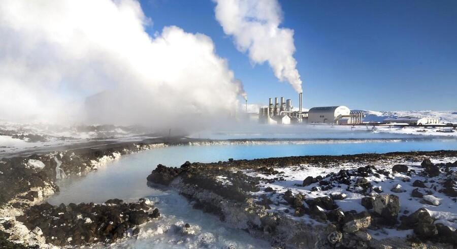 Svartsengi-kraftværket i nærheden af Reykjavik producerer strøm med geotermisk energi.