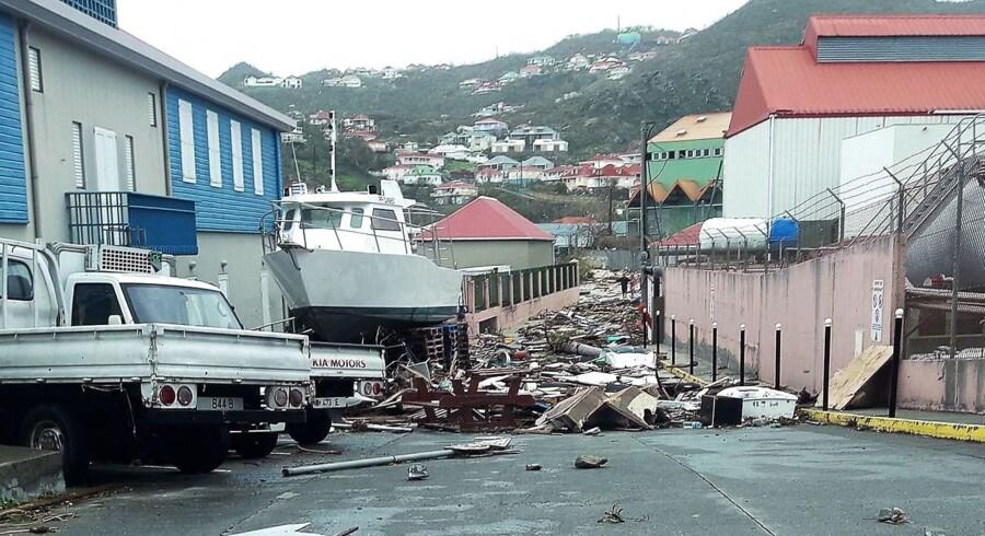 Fra Barbuda og Antigua til Cuba er øboere i Caribien begyndt at gøre deres tab op efter orkanen Irma, der har trukket et ødelæggende spor efter sig i den turistafhængige region.