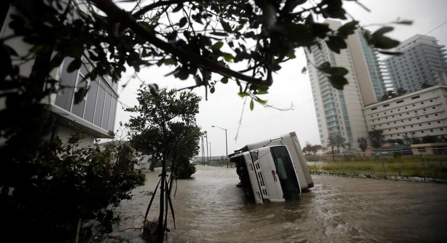 Florida får hjælp til genhusning, genopbygning og oprydning, efter orkanen Irma har raset færdig.REUTERS/Carlos Barria