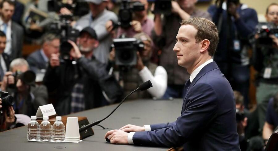 11. april, da Facebookstifteren og CEO, Mark Zuckerberg, skulle forklare sagen om Cambrigde Analytica.