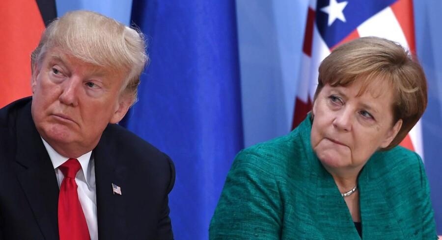 Donald Trump og Angela Merkel til G20-topmøde. / AFP PHOTO / POOL / Patrik STOLLARZ