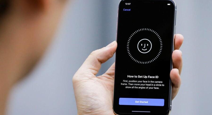 Den nye 3D-ansigtsgenkendelse i iPhone X, som kan købes fra 3. november, er blevet præsenteret som meget sikker, men appudviklere kan trække data ud af den og sende dem hjem til sig selv, viser det sig. Arkivfoto: Thomas Peter, Reuters/Scanpix