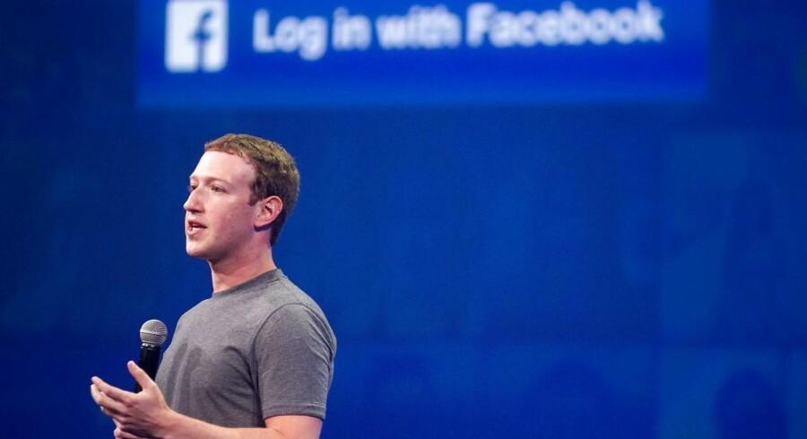 Afsløringen i New York Times og britiske The Observer i weekenden har fået kursen på Facebooks aktier til at falde brat.
