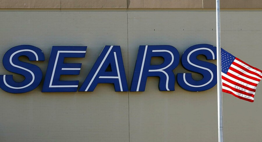 FILE PHOTO- A Sears logo is seen at a store in Schaumburg, Illinois, U.S. on September 23, 2013. REUTERS/Jim Young/File Photo