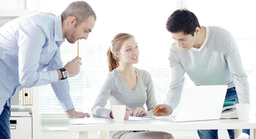 Vil du sikre dig en høj løn, skal du lede efter en mandsdomineret branche. For jo flere kvinder, der er på et jobområde, des dårligere løn får både mænd og kvinder på området, viser ny undersøgelse. Modelfoto.