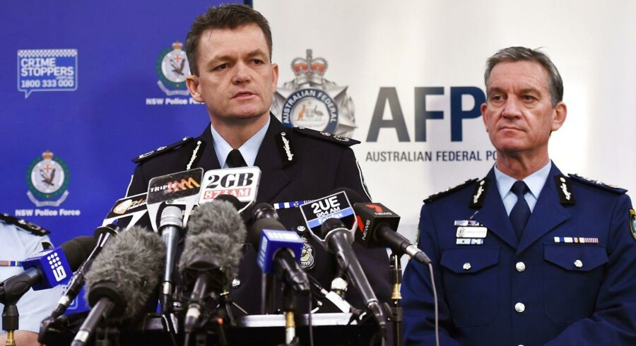 """Politikommissær Andrew Colvin meddeler ifølge avisen Sydney Morning Herald, at den anholdte vil blive sigtet for en række forbrydelser, heriblandt to """"alvorlige"""" sager med forbindelse til udlandet."""