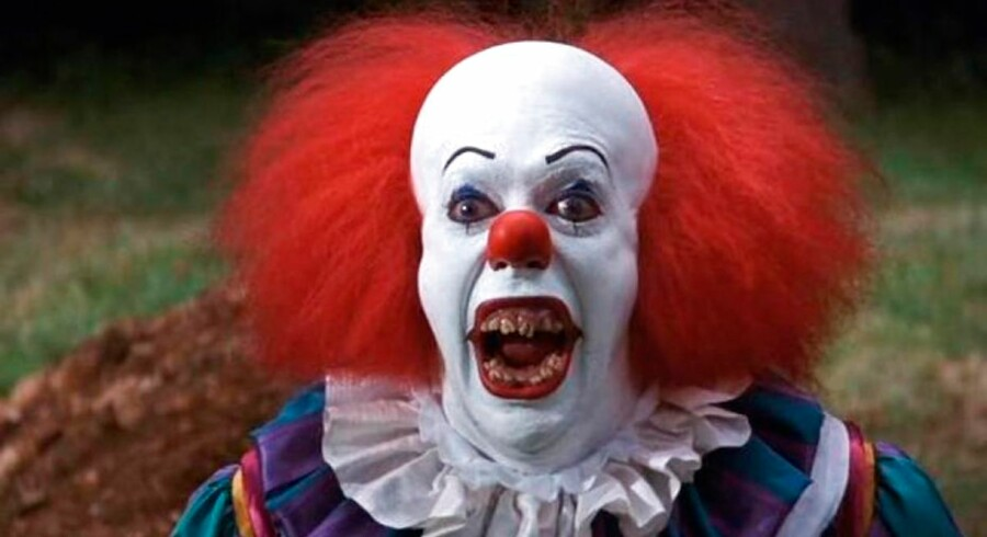 Uhyggelig klovn. Pennywise fra filmen 'It' er nok en af de mest kendte, uhyggelige klovne. Filmen er baseret på en bog af Stephen King.