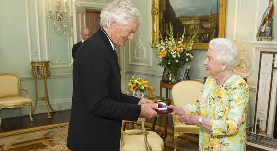 Opfinderen og entreprenøren James Dyson har lagt mere end 20 milliarder kroner til sin formue det seneste år. På billedet bliver Dyson hyldet med audiens hos dronning Elizabeth i 2016.