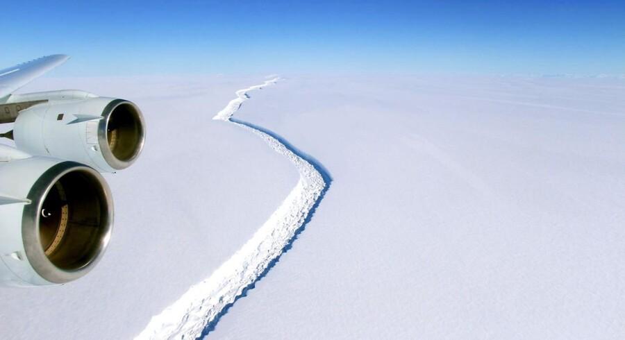 Sådan så den markante revne i iskappen på Den Arktiske Halvø ud i november 2016.