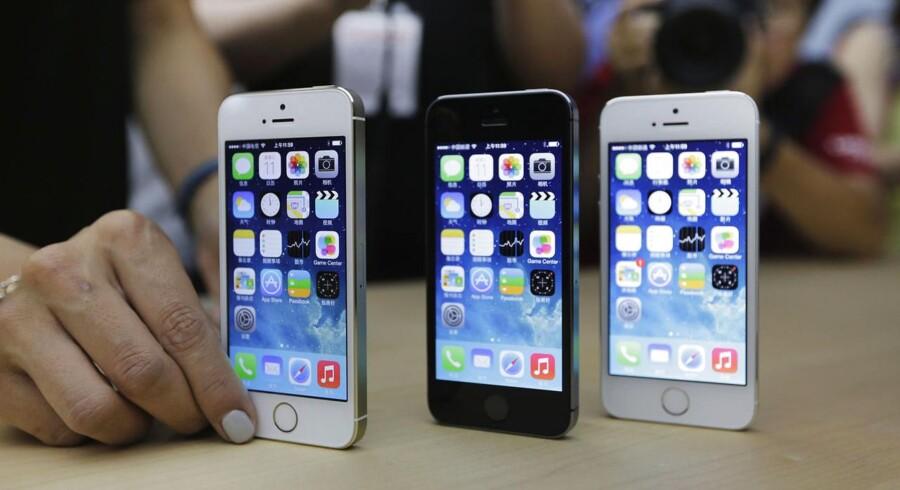 Den store knap på forsiden af iPhonen fra Apple er en væsentlig del af designet, men nu overvejer Apple nøje, om den kan undværes på fremtidige modeller. Arkivfoto: Jason Lee, Reuters/Scanpix