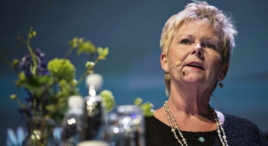LO's formand Lizette Risgaard vil hellere opkvalificere den nuværende arbejdsstyrke, end at forøge den.