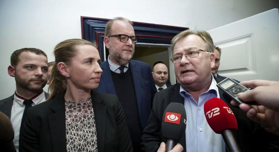 Finansminister Claus Hjort Frederiksen (V) og klima- og energiminister Lars Christian Lilleholt (V) har torsdag aften sammen med et bredt flertal i Folketinget landet en aftale om, hvordan regningen for afskaffelsen af PSO-afgiften skal betales.
