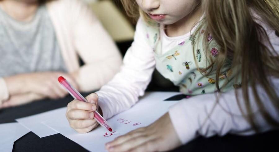 Kommunerne budgetterer med, at 17 procent af eleverne går i privatskole i år. Fem-årige Asta er en af dem, der skal starte i en helt ny privatskole. Arkivfoto.