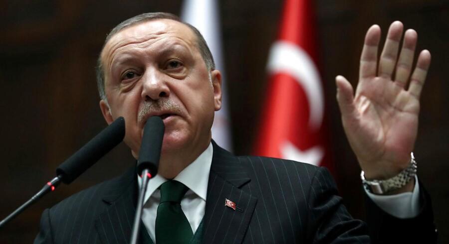 I Tyskland er medlemmer af den nationalistiske tyrkise rockerklub Osmanen Germania havnet på anklagebænken for vold og mordforsøg. Politiet vurderer, at flere af rockerne har forbindelser til toppen af præsident Erdogans regeringsparti AKP.