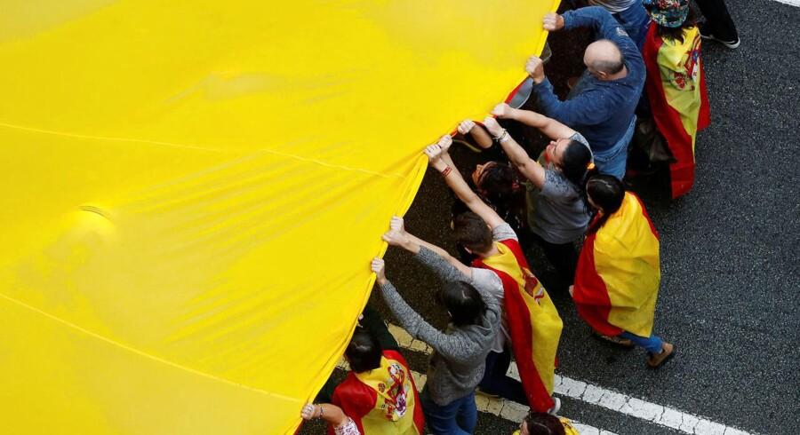 Forfatningsdomstolen i Madrid har suspenderet den lov, der giver mulighed for den kontroversielle afstemning, og den spanske premierminister, Mariano Rajoy, kalder afstemningen forfatningsstridig. REUTERS/Yves Herman TPX IMAGES OF THE DAY