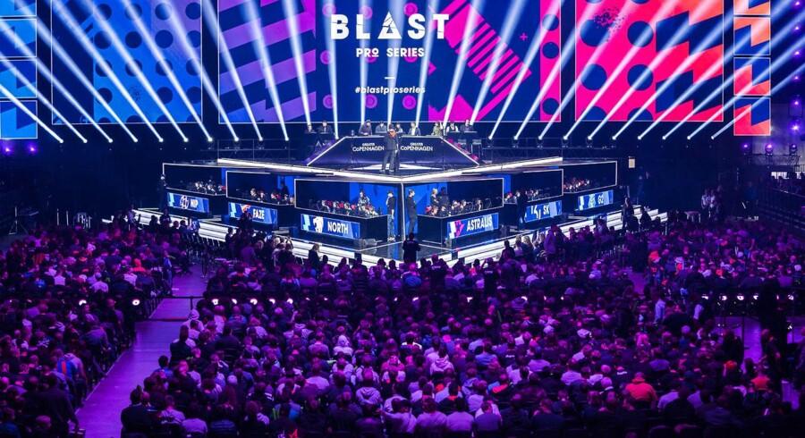 De cirka 12.000 fremmødte sørgede for en elektrisk stemning i Royal Arena, og opbakningen til især Astralis-mandskabet kunne høres.