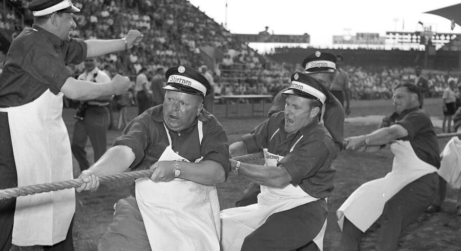 Engang tog danskerne sejren hjem i tovtrækning. Her er det dog et arkivbillede fra Fagenes Fest i 1955, hvor ølkuske fra bryggeriet Stjernen deltager i diciplinen.