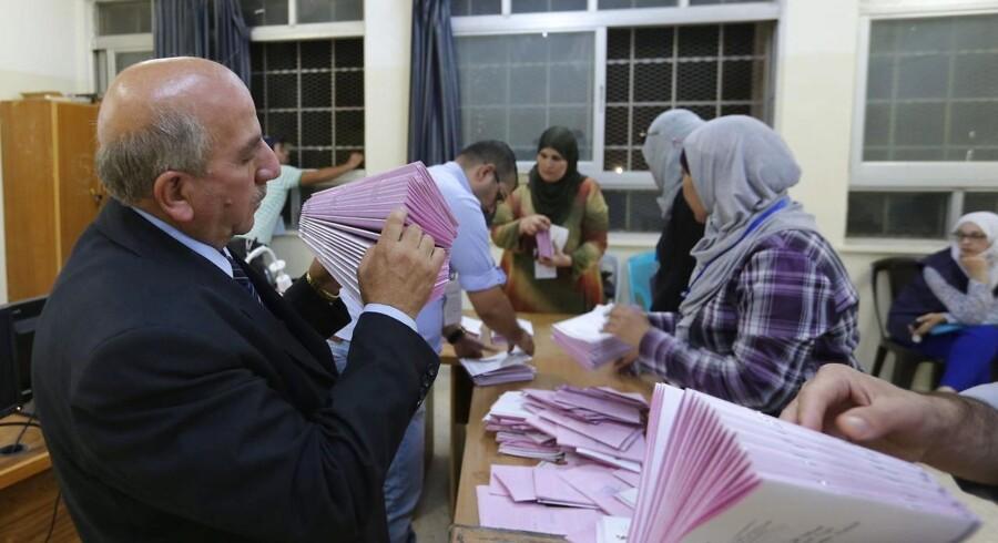 Der tælles stemmer i Amman.