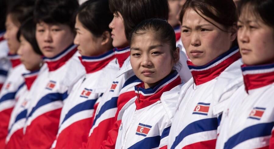 Nordkoreanske atleter (heriblandt skøjteløberen Ryom Tae Ok).