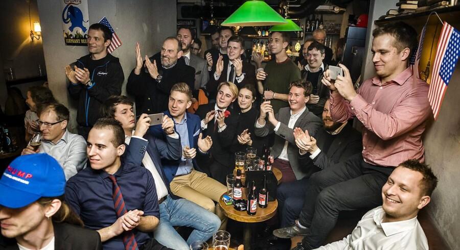 Danske Trump-tilhængere fejrer indsættelsen af Donald Trump på værtshuset Musen og Elefanten.