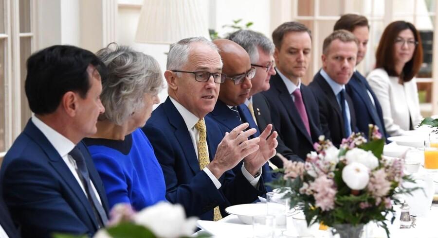 Ifølge Malcolm Turnbull vil internetselskaber under den nye lov have de samme forpligtelser som telefonselskaber, der skal bistå politiet eller efterretningstjener, hvis de bliver anmodet om det.