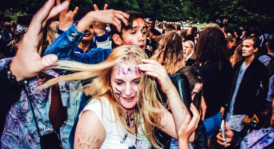 Omkring 8.000 gymnasieelever fejrede fredag starten på et nyt skoleår med en kæmpe fest i Ulvedalene i Dyrehaven nord for København.
