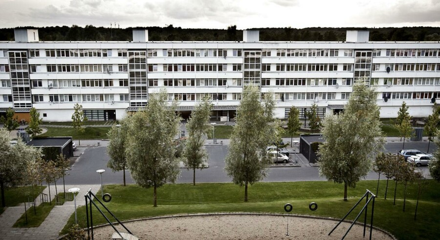 Da en ung mand sammen med syv andre blev dømt for at kaste sten og brandbomber mod politiet i Vollsmose i Odense, valgte boligselskabet at opsigelejemålet for hans mor og hendes to hjemmeboende børn. Det var efter reglerne afgjorde Højesteret tirsdag. (Foto: Malte Kristiansen/Ritzau Scanpix)