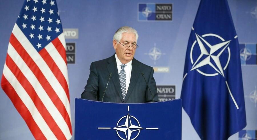 epa06371060 Tillerson er stadig USAs udenrigsminister her i NATOs hovedkvarter. EPA/STEPHANIE LECOCQ