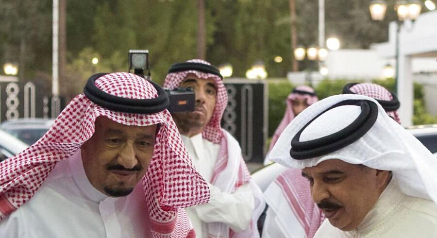 Endnu en Golfkrise. Saudi arabiens kong Salman (v) mødte Bahrains konge Hamad bin Issa al-Khalifa i Jeddah den 7. juni. Sammen med Egypten, Yemen og De Forenede Arabiske Emirater har Saudi arabien og Bahrain brudt de diplomatiske bånd med Qatar.