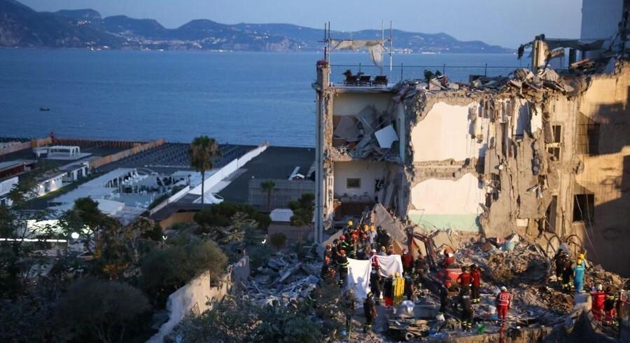 Lørdag morgen blev det ottende og sidste lig trukket ud af ruinerne af den kollapsede etagebygning i Napoli.