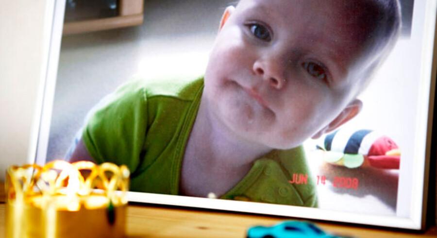 Christian blev kun 14 måneder. Han slugte et batteri.