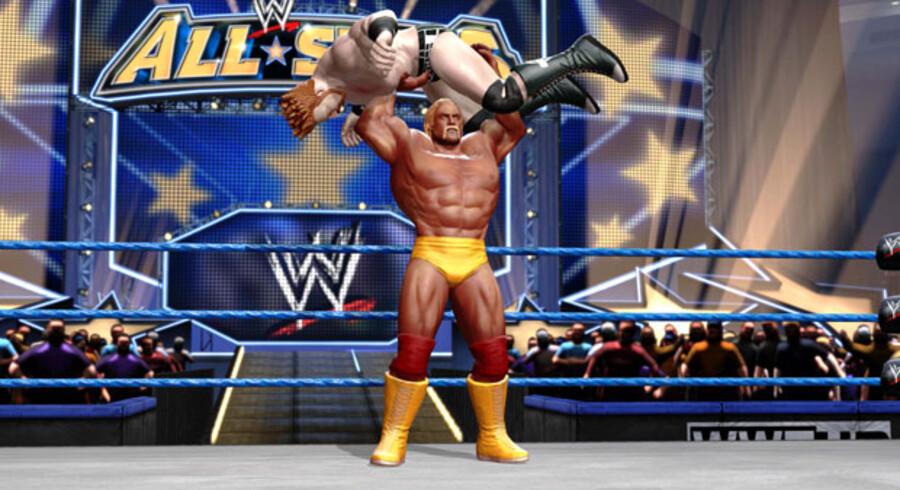 Hulk Hogan er tilbage, mere vulgær end nogensinde.