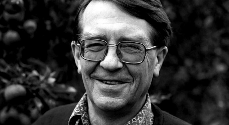 1993. Forfatter og musiker Benny Andersen. Den folkekære forfatter, digter og pianist Benny Andersen er død torsdag eftermiddag. Han blev 88 år. Det oplyser hans hustru, juristen Elisabeth Ehmer, til B.T. Det skriver Ritzau fredag 17. august 2018.