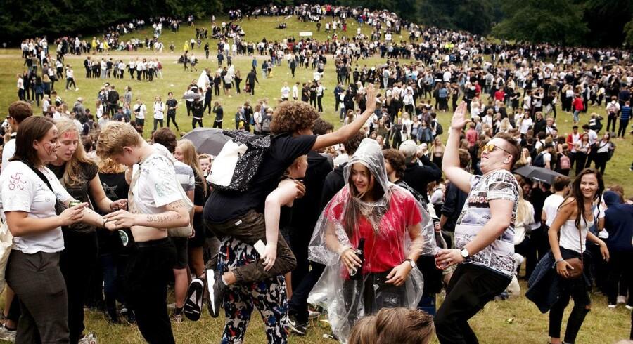 8.000-10.000 gymnasieelever forventes at deltage i den årlige puttefest i Dyrehaven i eftermiddag.