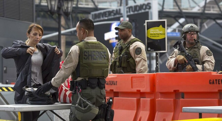 Arkivfoto: Metrostationerne i Los Angeles øger overvågningen af passagerer ved at installere kropsskannere, der kan afsløre våben og selvmordsveste. Foto er fra december 2016, hvor sikkerheden blev skærpet som følge af en konkret trussel mod togsystemet i USA's næststørste by.