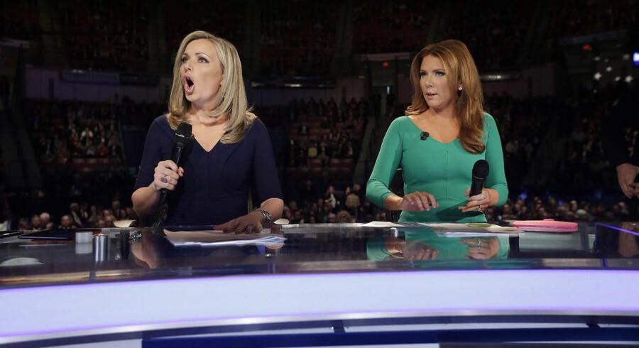 (ARKIV) Den amerikanske tv-kanal Fox Business sammenligner Danmark med Venezuela i følelsesladet indslag. På billedet ses tv-vært Trish Regan (til højre). Hun kritiserer Danmark i indslaget (Foto: Chuck Burton/Ritzau Scanpix)