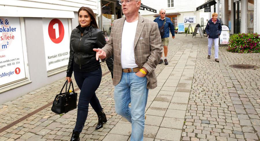 Per Sandberg sammen med hans norsk-iranske kjæreste Bahareh Letnes i Mandal sentrum fredag. Foto: Espen Sand / NTB scanpix. (Foto: Sand, Espen/Scanpix 2018)