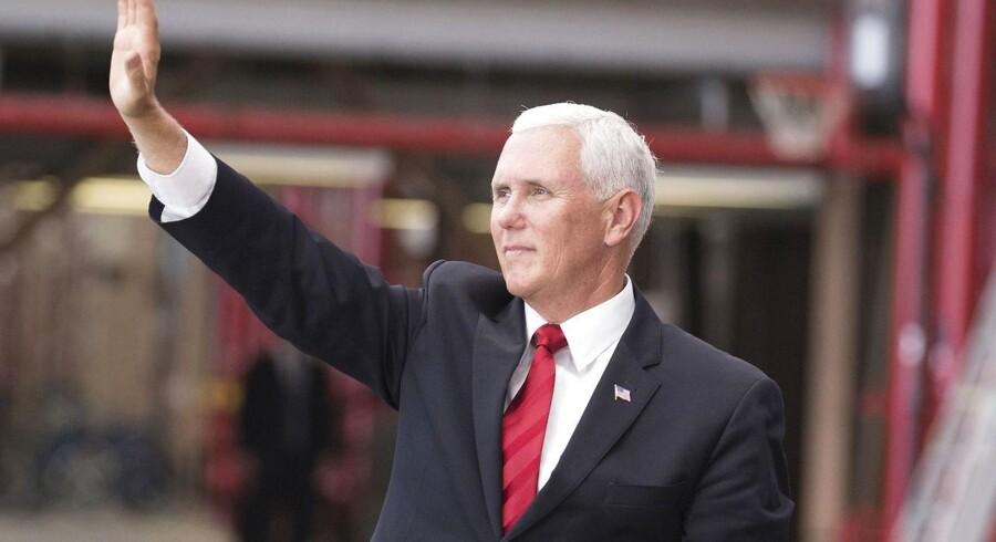 »Som præsident Trump har sagt: Det er ikke nok at have en amerikansk tilstedeværelse i rummet. Vi skal have en amerikanske dominans i rummet,« siger Mike Pence.
