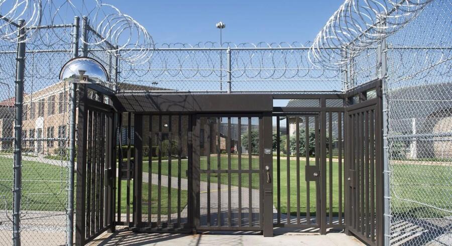 Juryen i Oklahoma idømte den 19-årige mand fem livstidsdomme og 28 år for drabsforsøg. Da livstidsdommene skal afsones i sammenhæng er der ringe chance for, at han bliver tilladt prøveløsladelse.