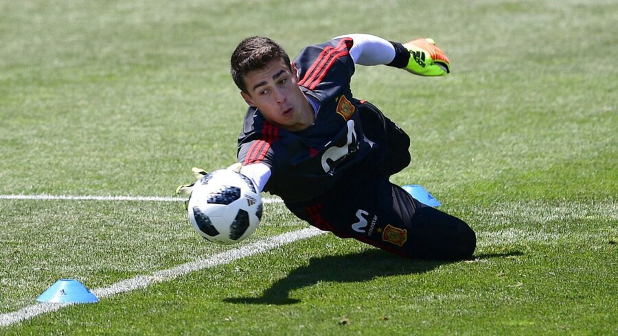 Spain's goalkeeper Kepa Arrizabalaga attends a training session at Krasnodar Academy on June 21, 2018, during the Russia 2018 World Cup football tournament. / AFP PHOTO / PIERRE-PHILIPPE MARCOU