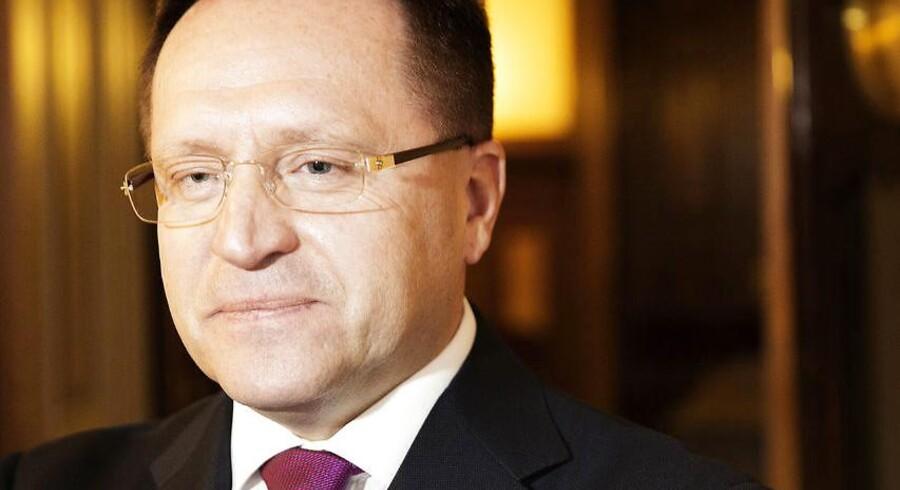Ruslands ambassadør i Danmmark, Mikhail V. Vanin, er ifølge den russiske ambassade født i 1960 og har en ph.d.-grad i økonomi. Før han blev ambassadør i Danmark, var Mikhail V. Vanin hoveddirektør for Ruslands Udenrigsministerium, og før det var han ambassadør for Den Russiske Føderation i Republikken Slovenien.
