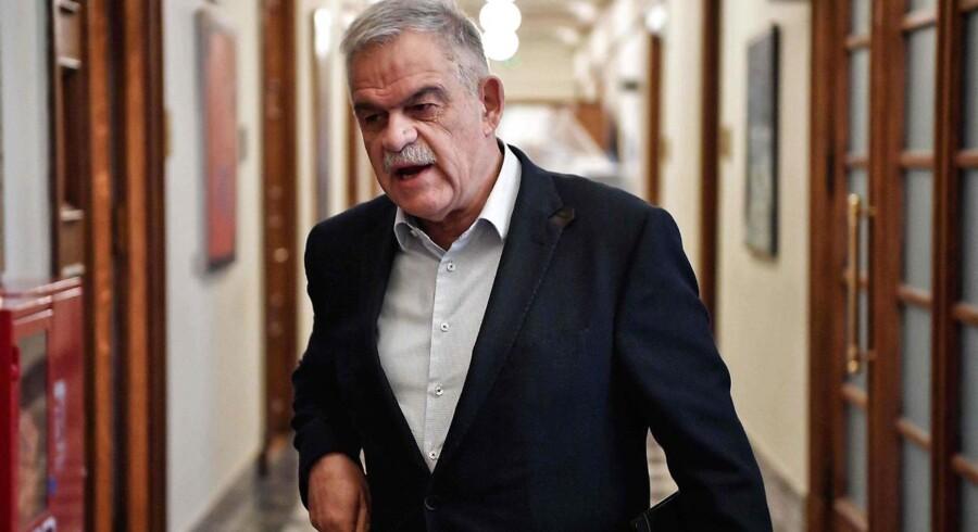 Den græske minister for civilforsvaret, Nikos Toskas, har valgt at forlade sin post.