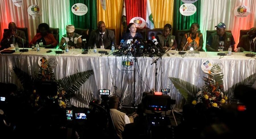 Formand for oppositionsparti afviser at acceptere udfald af præsidentvalg og bliver fjernet af politiet.