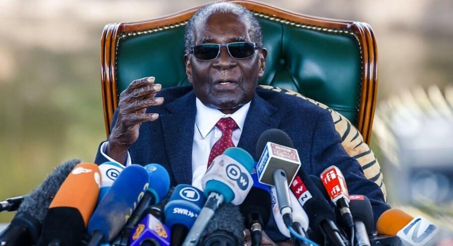 Robert Mugabe havde magten i Zimbabwe i 37 år og har hidtil stået på stemmesedlen ved alle valg i landet.