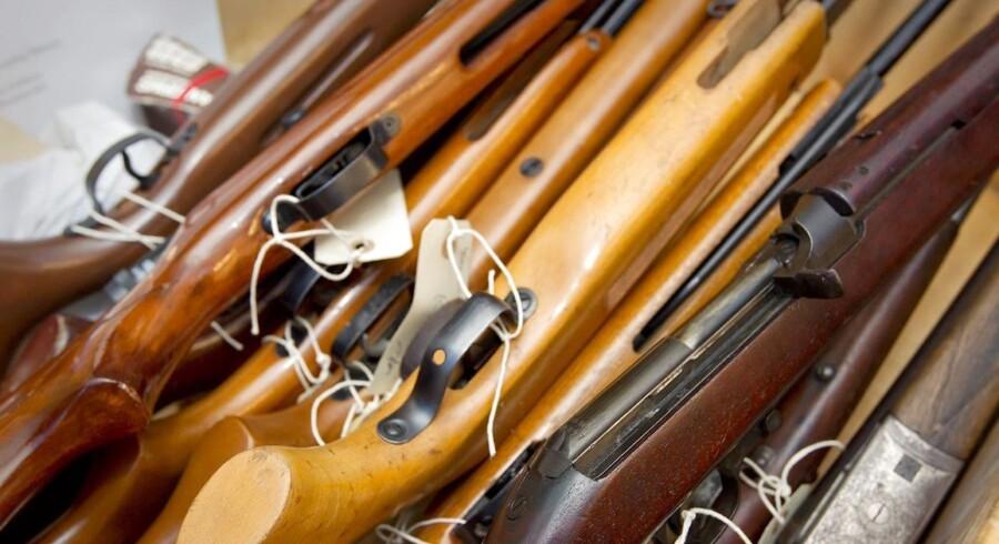 Mere end 1100 skydevåben er over en femårig periode forsvundet fra private hjem.