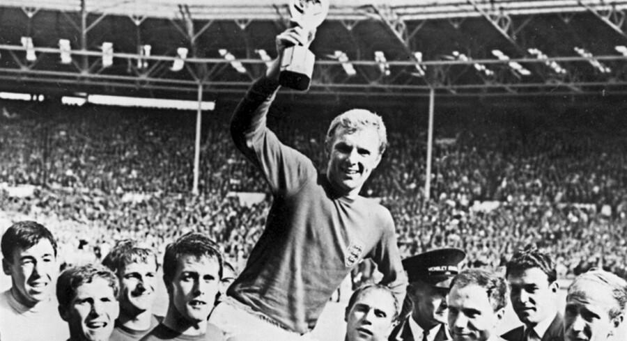 Det endte med engelsk guld, da England var vært for fodbold-VM i 1966. Nu vil England måske forsøge at blive vært igen. Stf/Ritzau Scanpix